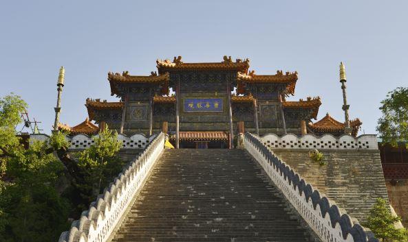 地址 : 忻州市五台县五台山风景区台怀镇内(显通寺东北约500米) 开放