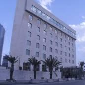 勒文多米酒店